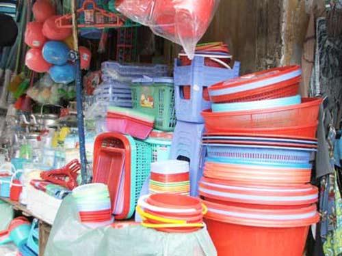 cửa hàng đồ nhựa